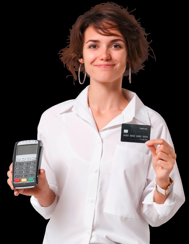 Freundliche Frau zeigt EC Gerät und Kreditkarte